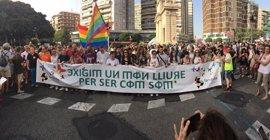 """El Orgullo baja el arcoiris a València por los derechos LGTBi en un mundo libre y """"sin miedo"""""""
