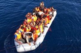 Llegan a las costas andaluzas este sábado más de 230 personas rescatadas de seis pateras