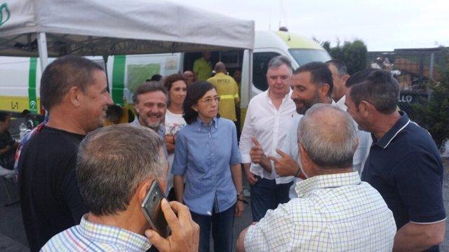 Los consejeros José Fiscal y Rosa Aguilar siguen en la zona el fuego de Moguer