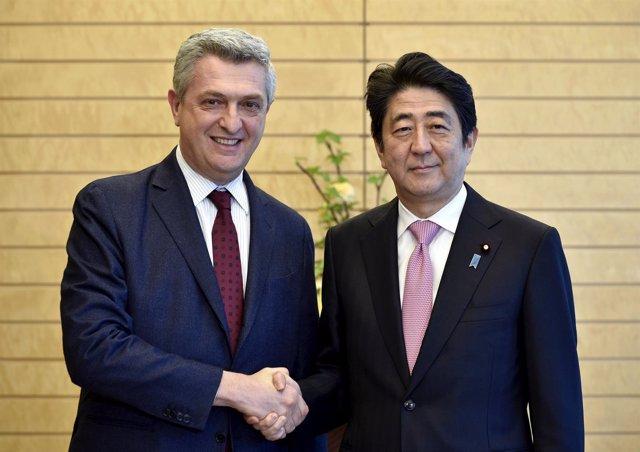 Shinzo Abe y el responsable de ACNUR, Filippo Grandi