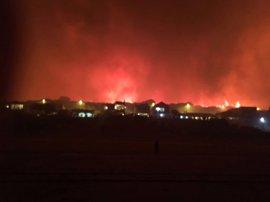 Autorizado el regreso de algunas de las personas desalojadas por el incendio forestal de Moguer (Huelva)