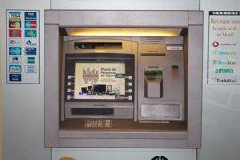 Detenido un hombre por robar una tarjeta de crédito a una turista en Gran Canaria y gastar 2.700 euros