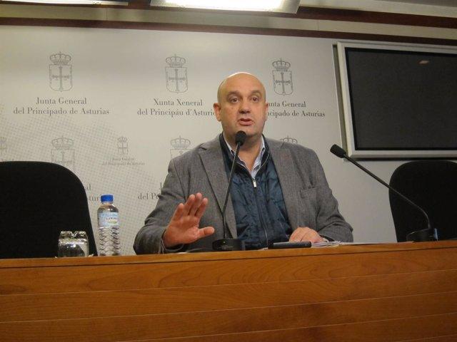 El diputado de Foro Asturias, Pedro Leal, en rueda de prensa