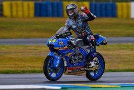 Canet logra el triunfo en Moto3 tras una loca última vuelta