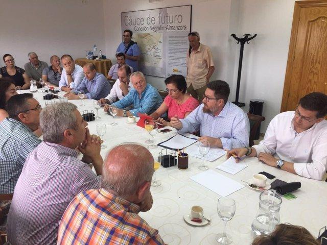 Reunión del consejero para exigir garantías del agua a 24.000 hectáreas
