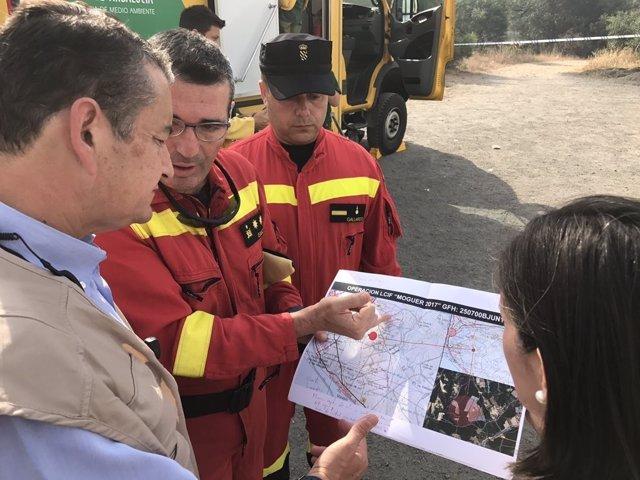 Antonio Sanz visita la zona afectada por el incendio de Moguer (Huelva)