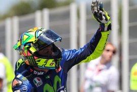 Rossi vuelve a ganar un año después, con Márquez tercero, y Viñales se deja el liderato