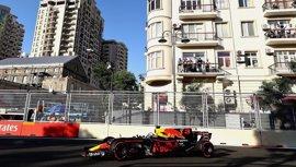 Ricciardo sorprende en Azerbaiyán, Sainz y Alonso puntúan