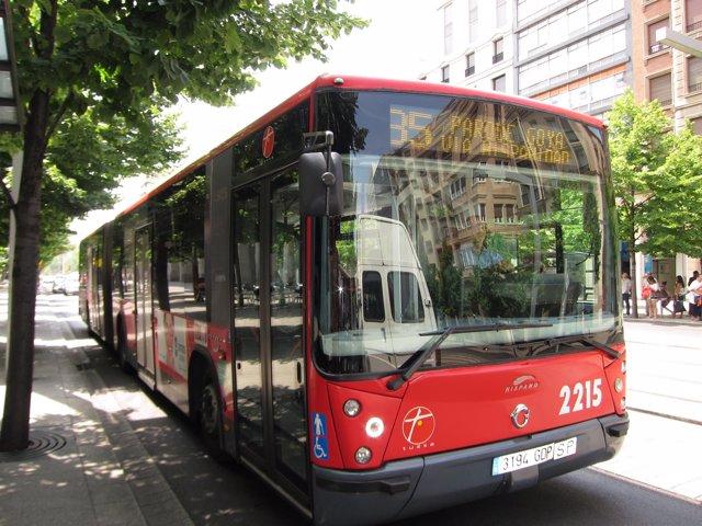 Autobús urbano de Zaragoza en el Paseo de la Independencia de la ciudad