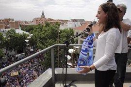 La alcaldesa recibe al Getafe CF por su ascenso y miles de aficionados acuden a la plaza del Ayuntamiento