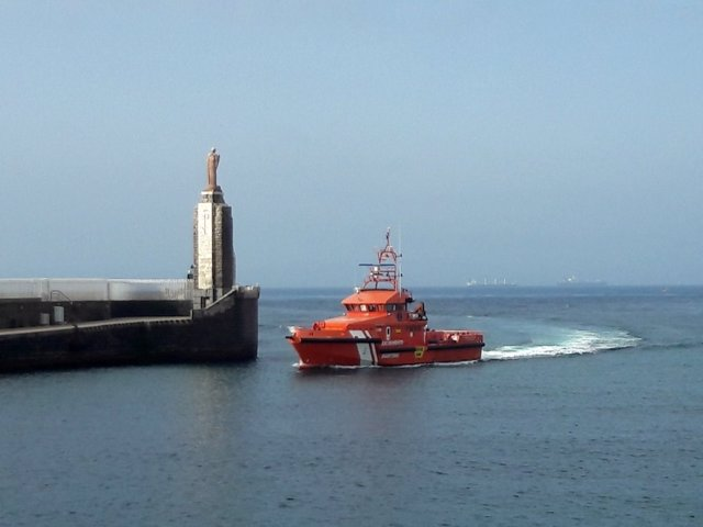Rescatados cuatro varones subsaharianos en las aguas del Estrecho