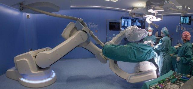 Imagen de un quirófano híbrido robotizado.