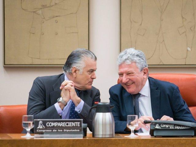 Luis Bárcenas, con Pedro Quevedo, presidente de la comisión de investigación
