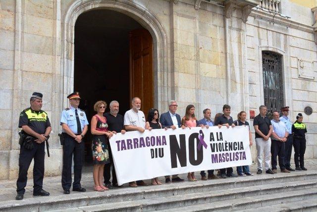 Minuto de silencio en Tarragona por el último caso de violencia machista