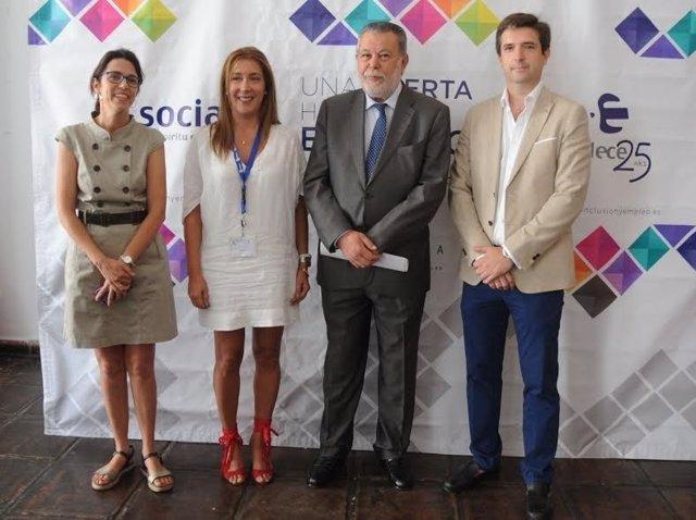 Blanco (centro) en la inauguración del encuentro