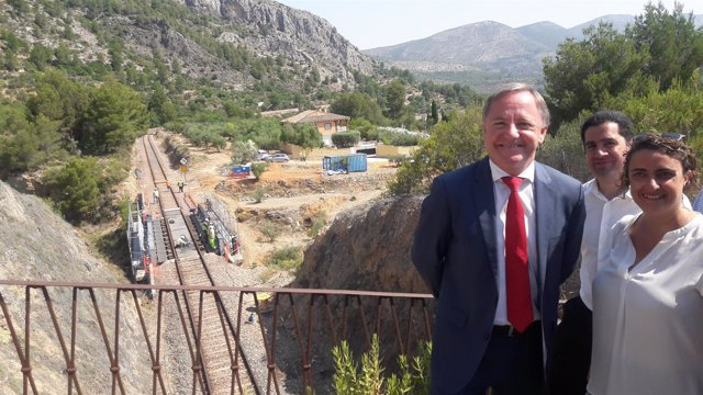 Juan Carlso Moragues visita obras línea Xàtiva-Alcoi.