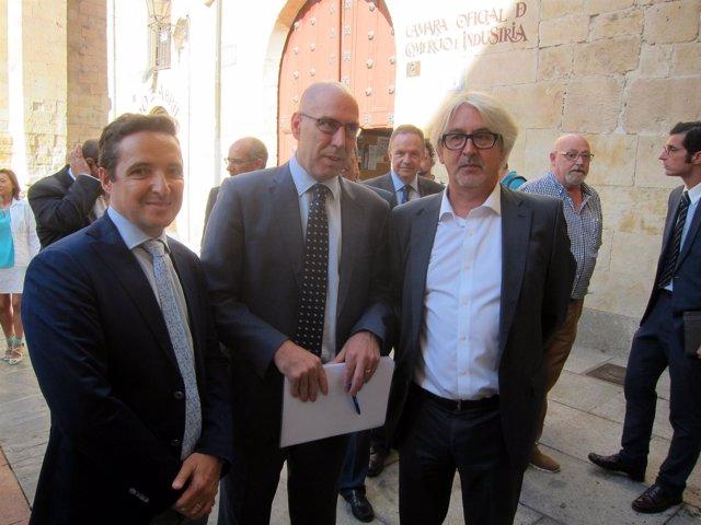 Corchado (i) junto al viceconsejero de Economía y al director de Onda Cero Salam