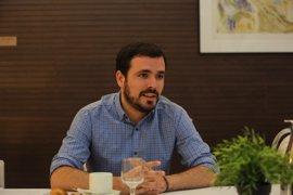 """Alberto Garzón pide a Pedro Sánchez """"más papeles"""" y menos reuniones mediáticas"""
