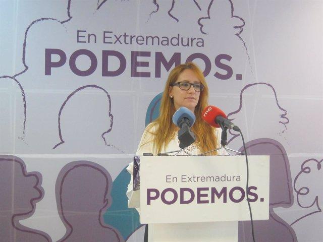 La portavoz de Podemos Extremadura, Marta Bastos, en rueda de prensa