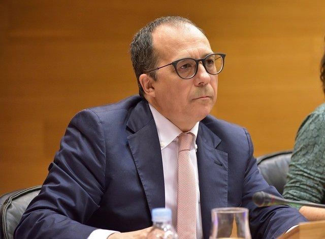Enrique Soriano comparece en las Corts