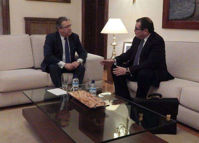 Reunión entre el ministro J.I.Zoido y el conseller J.Jané (ARCHIVO)
