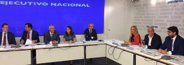 López Miras, a la derecha. En el Comité Ejecutivo del PP