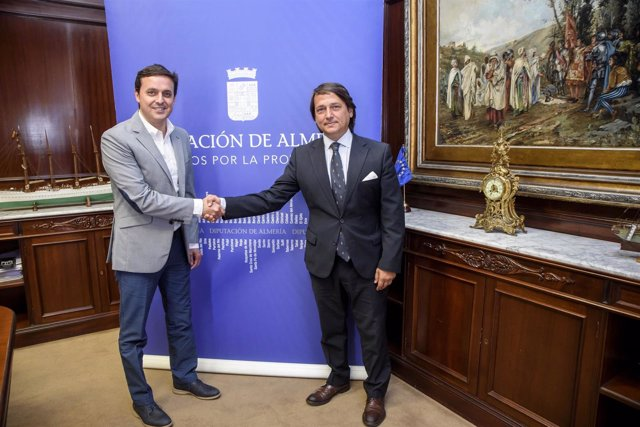 Javier Aureliano García y Antonio Vila, presidente de 'Universo Accesible'.