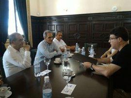 Nuet entrega al Gobierno de Cuba una resolución del Parlament contra el bloqueo de EE.UU.