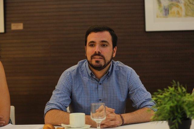 Alberto Garzón ofrece un desayuno informativo