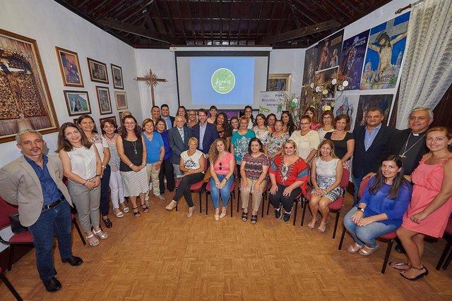 Nota De Prensa Y Fotografía: Empleo Nuevo Centro En La Laguna