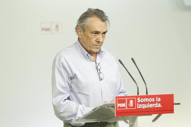Rueda de prensa del secretario de Economía y Empleo del PSOE, Manuel Escudero