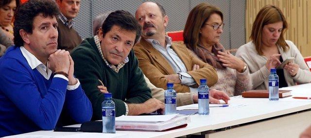 Javier Fernández, segundo por la izquierda.
