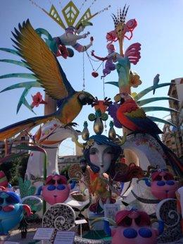 """Monumento de Sèneca-Autobusos titulado """"Festa Tropical"""""""