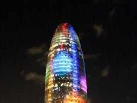 La Torre Agbar se iluminará este miércoles con los colores de la bandera LGTBI
