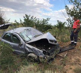 Cuatro heridos en una salida de vía y vuelco de un vehículo en Fitero