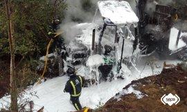 Extinguido un incendio declarado en un autocargador forestal en Castropol