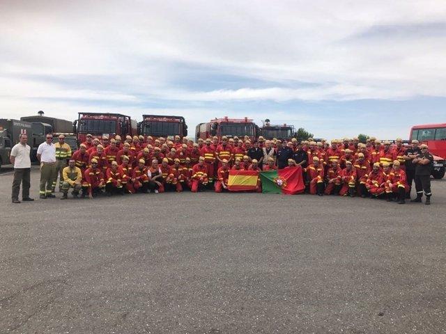 Centenar de militares que colaboraron en las labores de extinción de Portugal