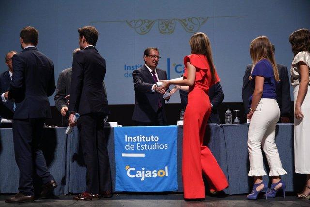 El Instituto de Estudios Cajasol clausura el curso académico