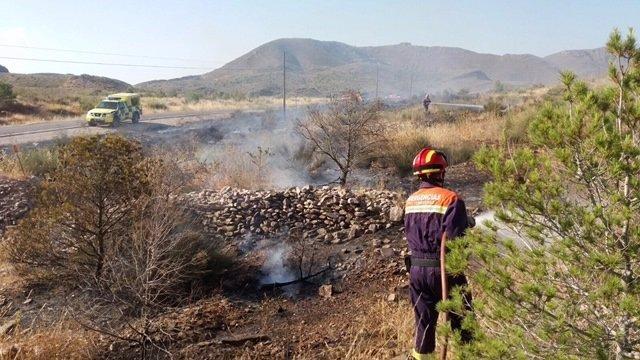 Protección Civil Puerto Lumbreras realizando su labor en el incendio