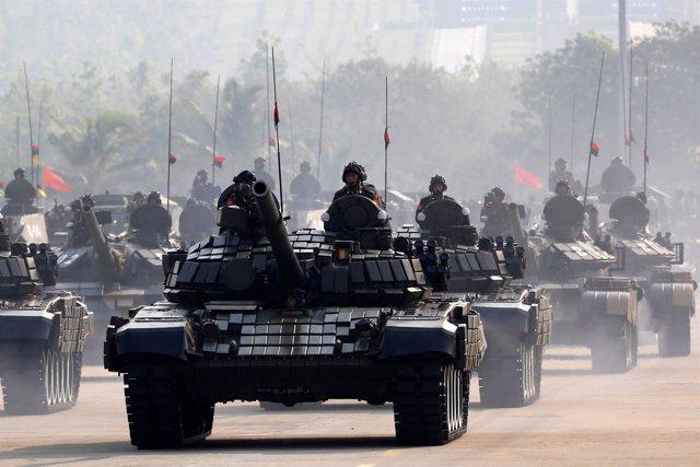 Militares birmanos