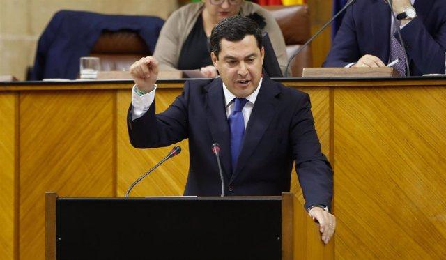 El presidente del PP-A, Juanma Moreno, en el Pleno del Parlamento