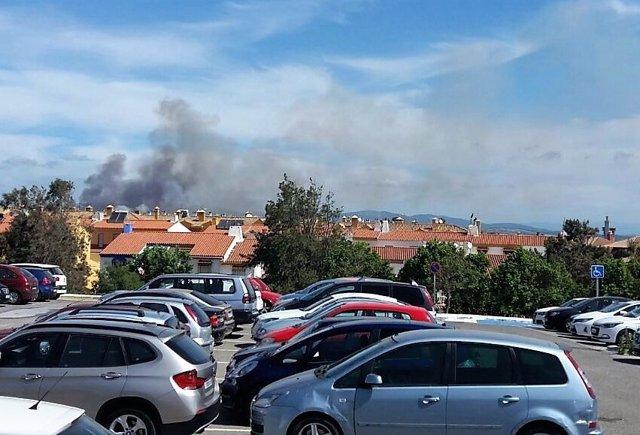 Incendio cerca de una barriada en Algeciras