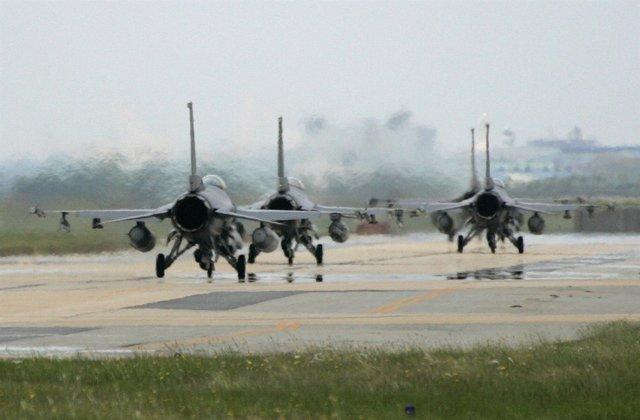 Aviones De Combate De EEUU En Una Base Aérea