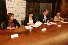 Ayuntamiento de León y EspañaDuero fomentan la emancipación y el acceso de los jóvenes a su primera vivienda