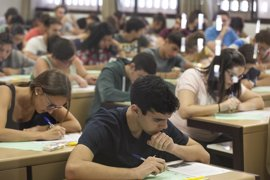 Andalucía amplía becas de idiomas para que universitarios puedan optar a una segunda ayuda
