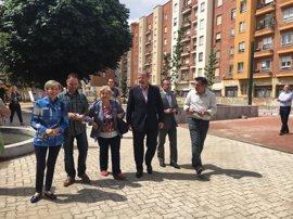 El Ayuntamiento de León invierte 67.000 euros en la renovación y mejora de los espacios verdes de San Mamés y Pizarro