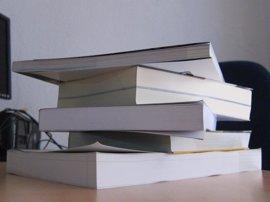 Extremadura destina casi 950.000 euros en ayudas para financiar la dotación de libros de texto a centros concertados