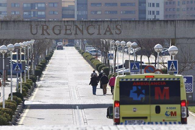 Cartel de Urgencias, ambulancia, ambulancias del SUMMA 112