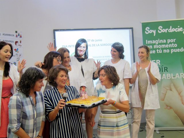La consejera Broto y la vicealcaldesa en XX aniversario Aspacide-Aragón
