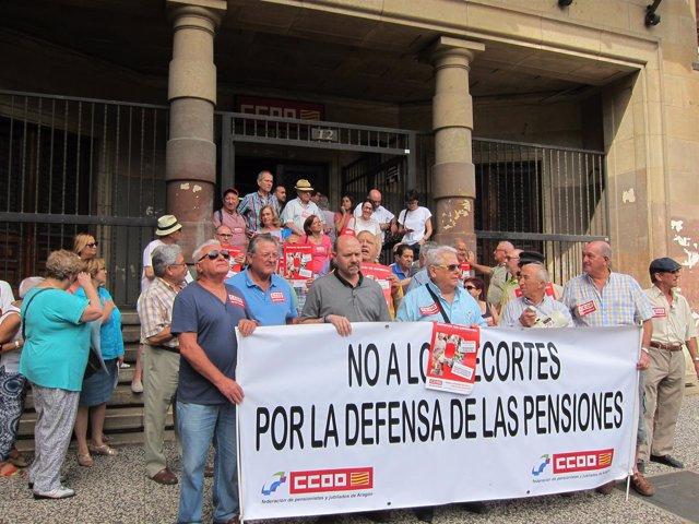 Concentración de jubilados y pensionistas en defensa de las pensiones en CCOO
